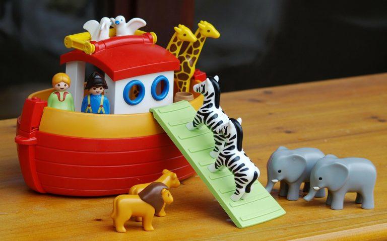 חיות עולות לסירה